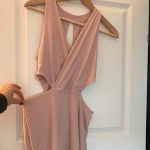 Rosa klänning från Nelly! Aldrig använd!