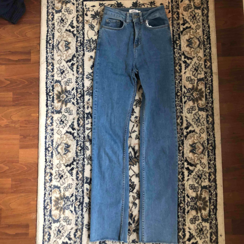 jeans från emilie britings kollektion med nakd! frakt tillkommer💙. Jeans & Byxor.