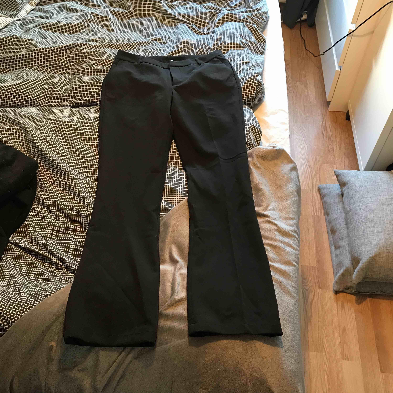 Mina finaste bootcut byxor har nu blivit för små för mig. Världens skönaste byxor & har fått så mycket komplimanger för dom! Stretchigt material i storlek M/38.. Jeans & Byxor.