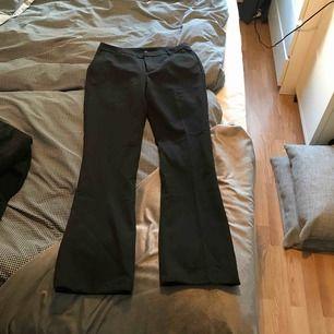 Mina finaste bootcut byxor har nu blivit för små för mig. Världens skönaste byxor & har fått så mycket komplimanger för dom! Stretchigt material i storlek M/38.