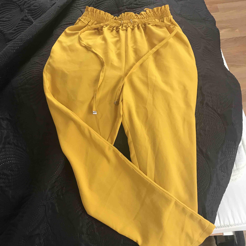 Kostym byxor från london endast använd en gång . Jeans & Byxor.