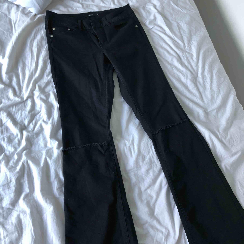 Aldrig använda! Bootcut jeans från BIK BOK svarta. Jeans & Byxor.