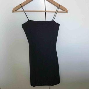 En snygg svart klänning från boohoo Använts 2 gånger Bra skock