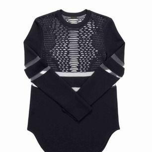 Klänning från Alexander Wang-kollektionen för H&M. I storlek XS. Använd ett fåtal gånger. Passar mig som är en 36a. Inklusive galge.