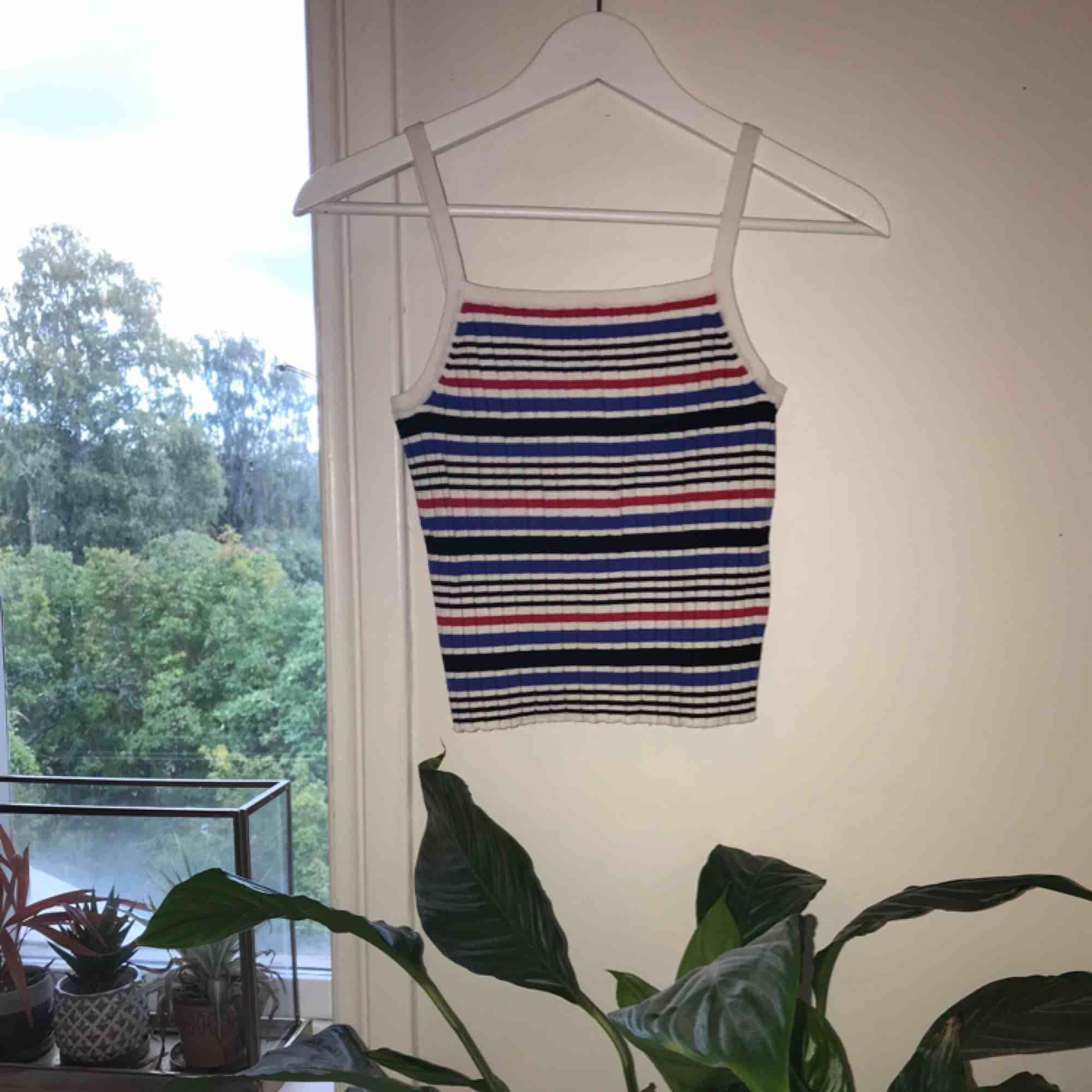 Superfint randigt linne i strl S men ganska stretchigt så passar större storlekar också! Knappt använt (pris går att diskutera ❤️). Skjortor.