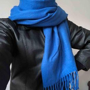 Blå halsduk från Monki
