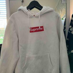 Fake supreme hoodie! frakt inräknat i priset🥰