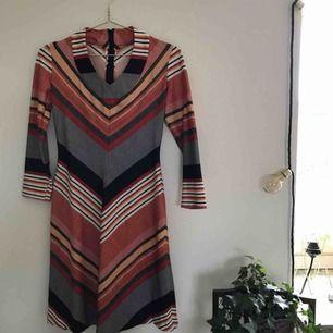 Jättefin klänning med unikt mönster, köpt på Beyond Retro. Inte använd mycket.  Pris kan diskuteras. Kan mötas upp i Göteborg men köparen står för frakt!❤️