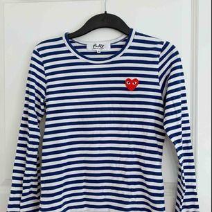 Säljer min Comme des garcon tröja då jag knappt använt den och den mest är i vägen för mig.