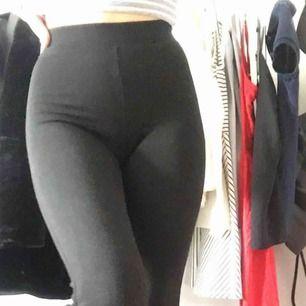 Svarta yoga pants från Gina! I bra skick och sparsamt använda. Kontakta mig vid intresse💕