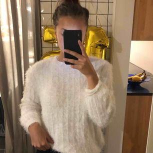 Jätteskön tröja från zara, använd typ två gånger, bra skick 💕