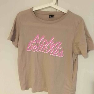 T-shirt från Gina tricot. Fint skick och knappt använd