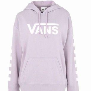 Säljer superfin hoodie från vans i strl XS. Funkar för både XS/S :) köparen står för frakten