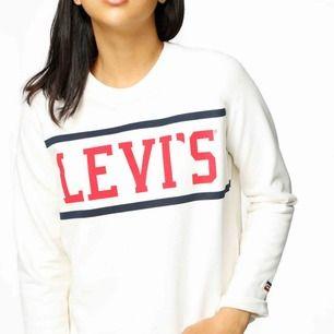 Långärmad tröja från Levis i storlek S. Köparen står för frakten :)