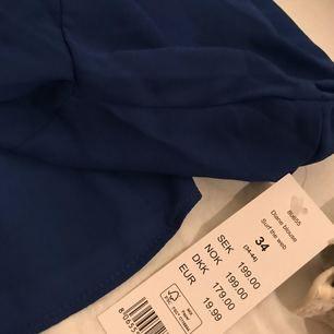Gullig blus från Gina, aldrig använd, lappen sitter kvar. Nypris 199:-, jag säljer den för 75:-, frakten ingår i priset