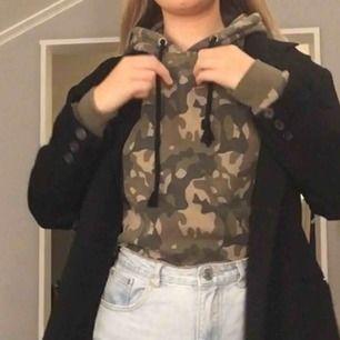 Cool militär hoodie! 💕☺️ skriv för frakt info