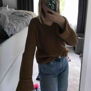 V-ringad stockad tröja från gina🥰