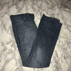 Ett par mom jeans från Lee. Väldigt snygga. Har dock gått sönder lite längst ner men tycker de är snyggt så ändå.