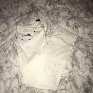 Ett par vita jeans från only. Skit snygga!