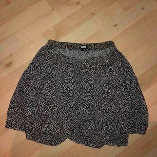 Söt kjol från bikbok med resår i midjan