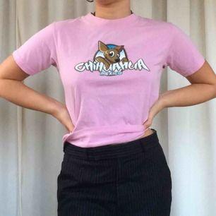 Rosa T-shirt med sött tryck. Toppskick🍒🐕