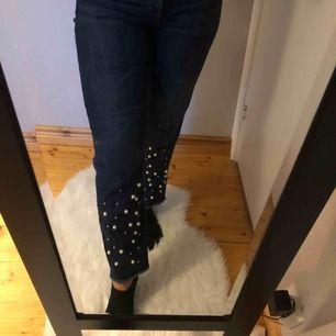 Jeans med pärlor  Bra skick -frakt ingår inte