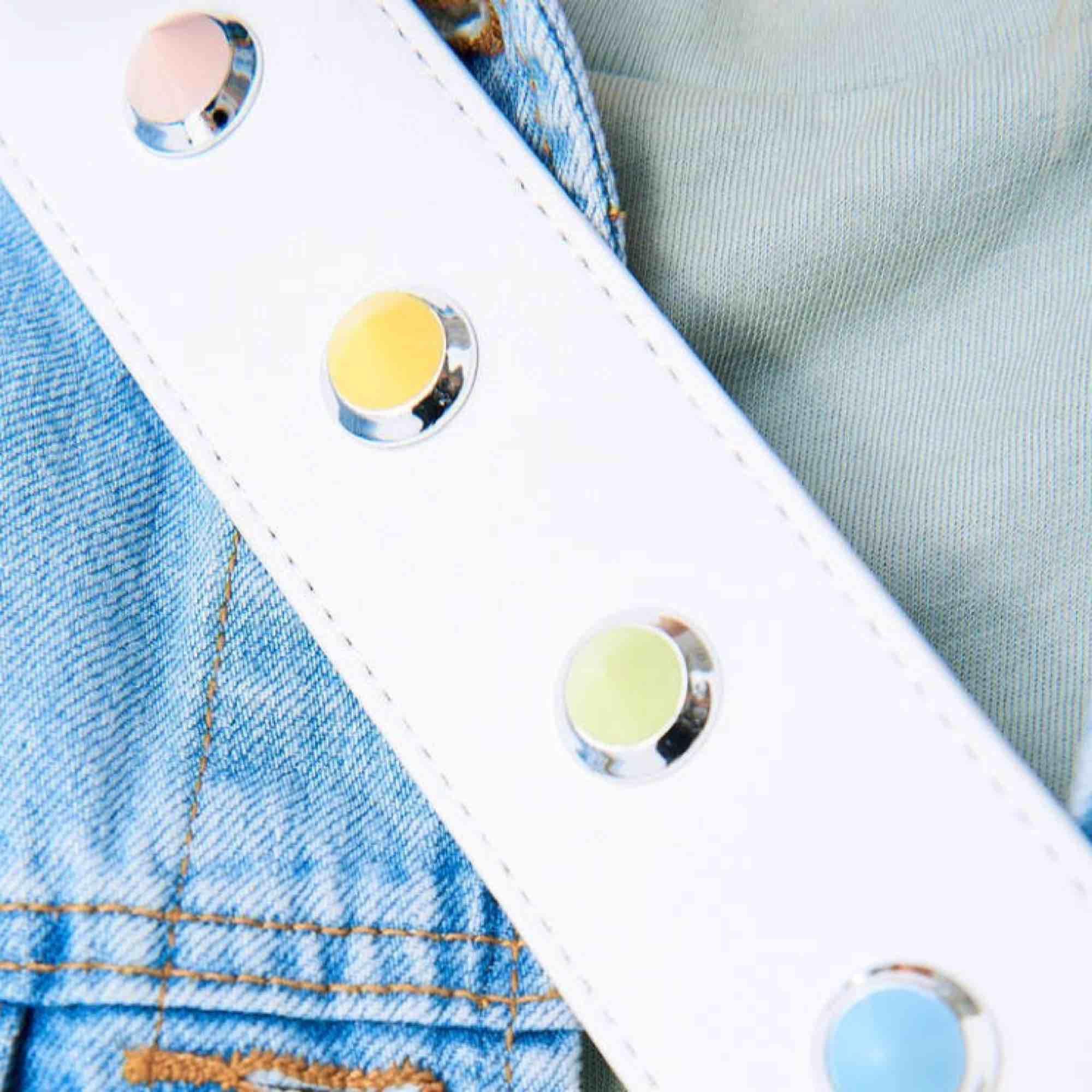 Axelrem/väskband från Ginatricot  Laura bag strap Med pastell nitar Bra skick/använd fåtal gånger. Accessoarer.
