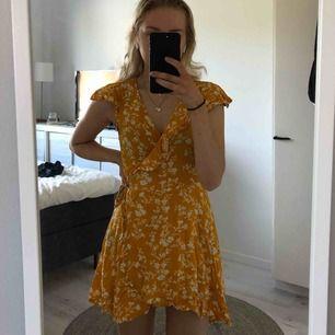 Söt klänning köpt här från Plick. Den var för kort för min smak dock så måste tyvärr sälja vidare den. 50kr + frakt.