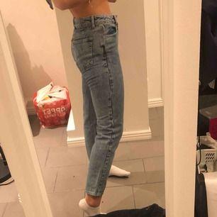 Helt nya jeans från nakd köpts för 500 aldrig använda Frakt 50 prislappen kvar