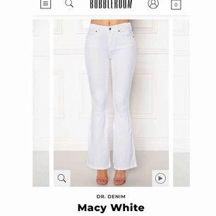 Vita bootcut jeans från dr denim använda en gång, kan skicka mer bilder vid intresse :) Frakt 50 kr