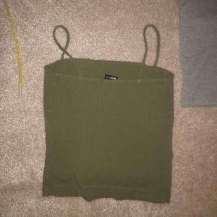 Jättefint linne från Gina tricot. Har ett exakt likadant i grått