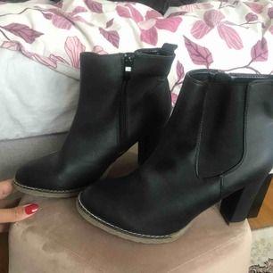 Boots passar vinter! Från din sko. Helt nya med tags. Finns i uppsala
