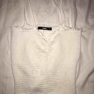 helt nytt linne från bikbok, formar fint på kroppen och framhäver bysten 😊 kan fraktas