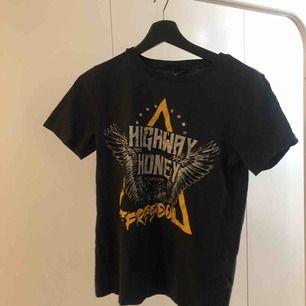 t shirt, fint skick:)))
