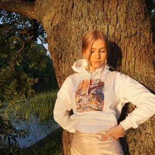 Jag säljer en hoodie från thecoolelephant, den är använd fåtal gånger. Storlek: S Nypris: 599:- MITT PRIS: 199:- Eller högstbjudande