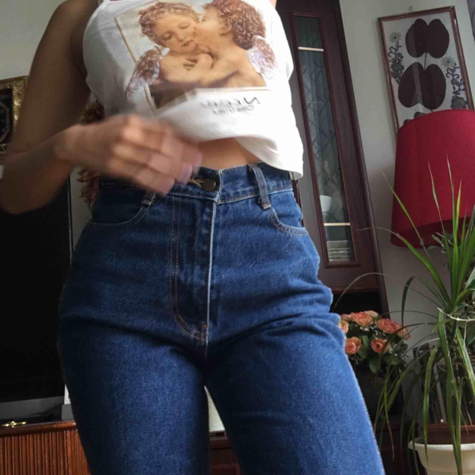Dessa mom jeans som jag älskar men som är för stora på mig :(( använda två gånger, köpta utomlands! Strl M, passar dvs upp till W26. Jeans & Byxor.