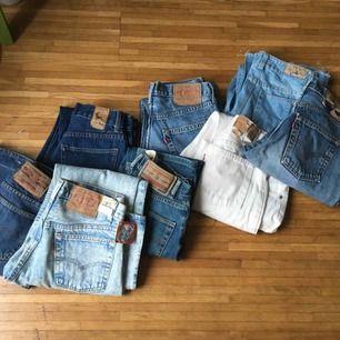Kommer sälja en massa vintage jeans i olika storlekar! Från XXS-L. Här är några stycken, vissa är redan uppe- andra kommer strax! Fråga mig om specifik ifall den inte kommit upp än. En till FYLLD påse kommer oxå snart!
