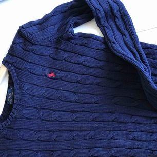 Jag säljer en tröja som kommer från Ralph Lauren Jag köpte den för: 1299:- MITT PRIS: 300 eller högstbjudande  Storlek: S Köparen står för frakten.