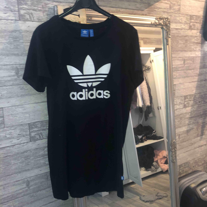 Adidas klänning. Knappt använd alls. Äkta👌+frakt . Klänningar.