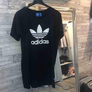 Adidas klänning. Knappt använd alls. Äkta👌+frakt