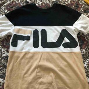 FILA t-shirt knappt använd, super fin.
