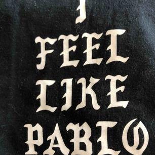 """En """"I feel like Pablo"""" t-shirt. Den är inte äkta, lapp bild två. Men rolig ändå!"""