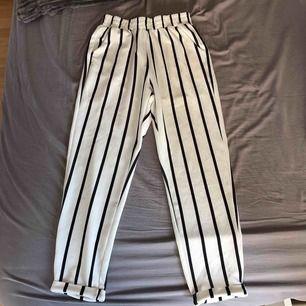 Kostymbyxor från shein. Säljer för 30kr inklusive frakt.