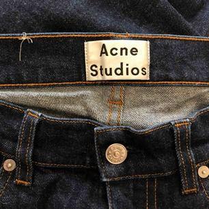 Acne jeans, jag tror det är herrjeans, jag brukar ha 27 på Weekday jeans, så för den som gillar storlek 27 borde dem passa!