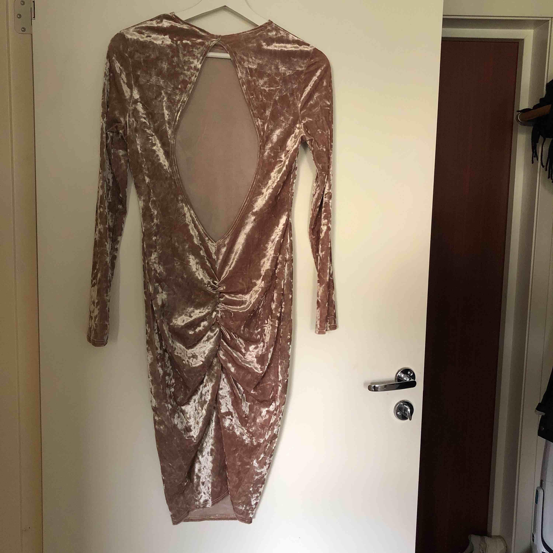 Från Nelly! Superfin klänning som jag tyvärr växt ur. Sitter jättefint över rumpan och i ryggen.. Klänningar.
