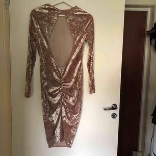 Från Nelly! Superfin klänning som jag tyvärr växt ur. Sitter jättefint över rumpan och i ryggen.