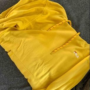 Fila hoodie i väldigt fint skick! Storlek xs