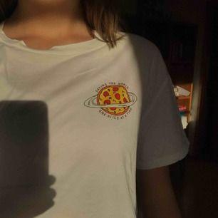 Super gullig tröja från hm🥰 Använd 3 gånger max och är därför i super skick😋 Lite frakt tillkommer😋💕