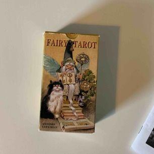 fairy tarot som är använd ca 5 ggr. säljer då korten är svårtolkade för mig. kan renas etc. pm för mer info!