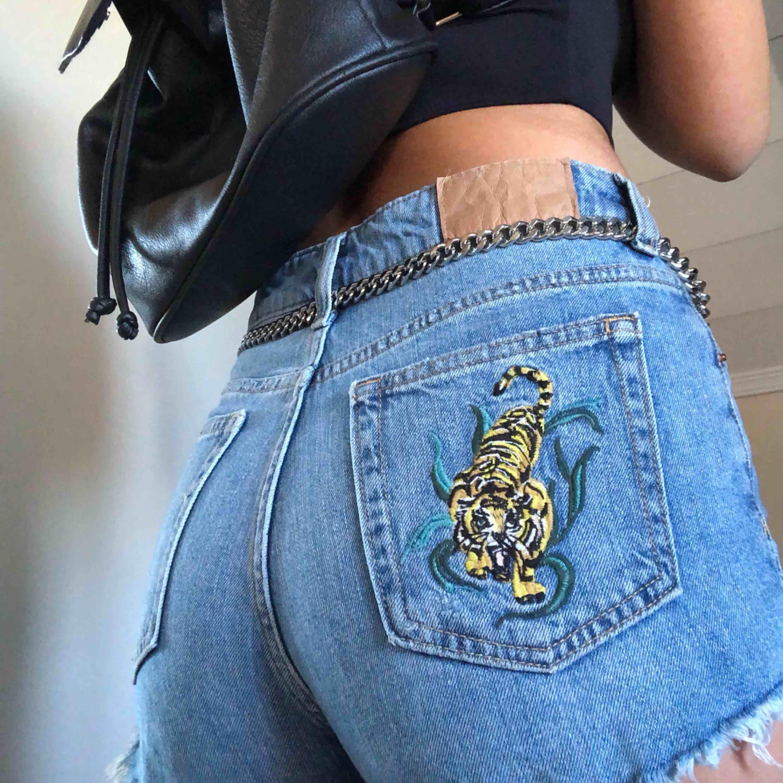 Ascoola shorts!! Har redan liknande, därav säljer jag dom. Mötas upp, eller du står för frakten :-p. Shorts.